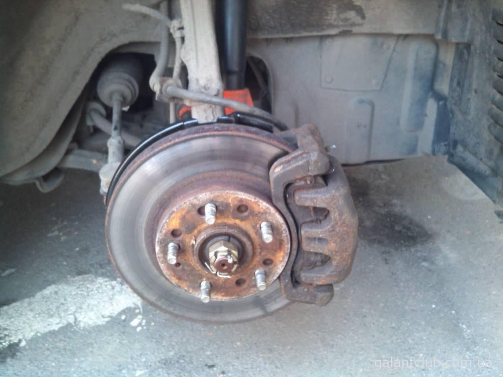 Как поменять тормозные диски и колодки ?