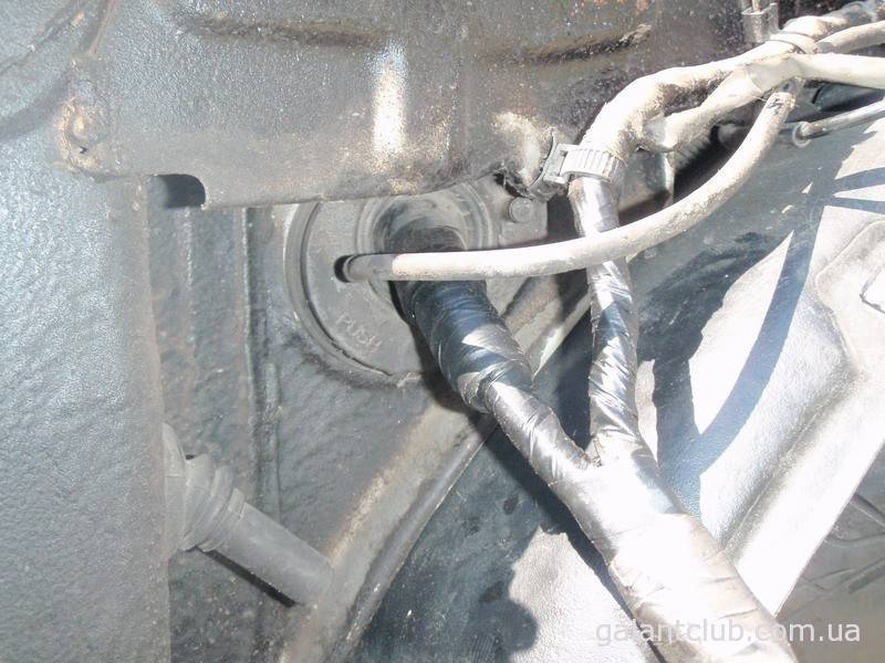 Как провести проводку через крыло?