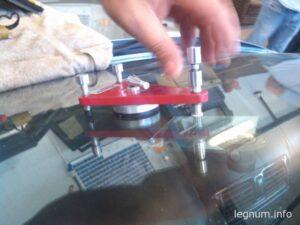 Как убрать скол с лобового стекла