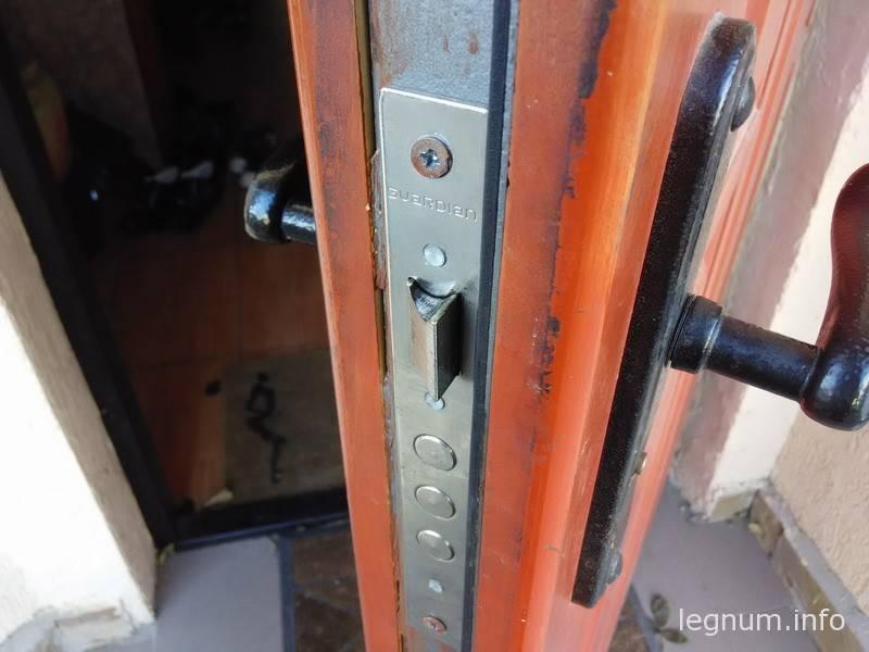 Бесшумные замки дверей дома