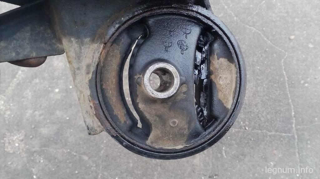 """Замена """"вкладыша"""" правой подушки двигателя Е33А"""
