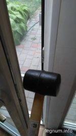 Не закрывается пластиковая дверь