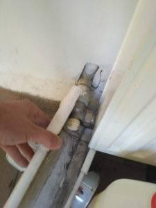 Слить воду с крайней нижней точки радиатора