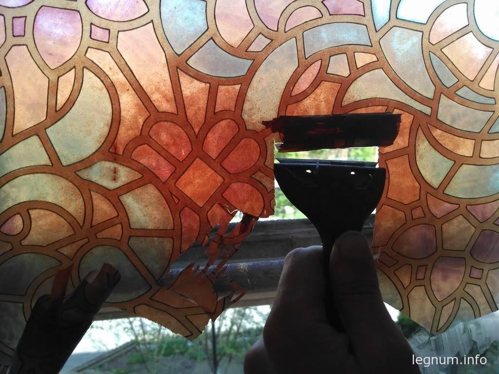 Снимаем старую пленку с окна