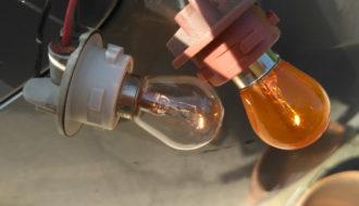 Перед установкой обратно проверяем работоспособность лампочек во всех режимах