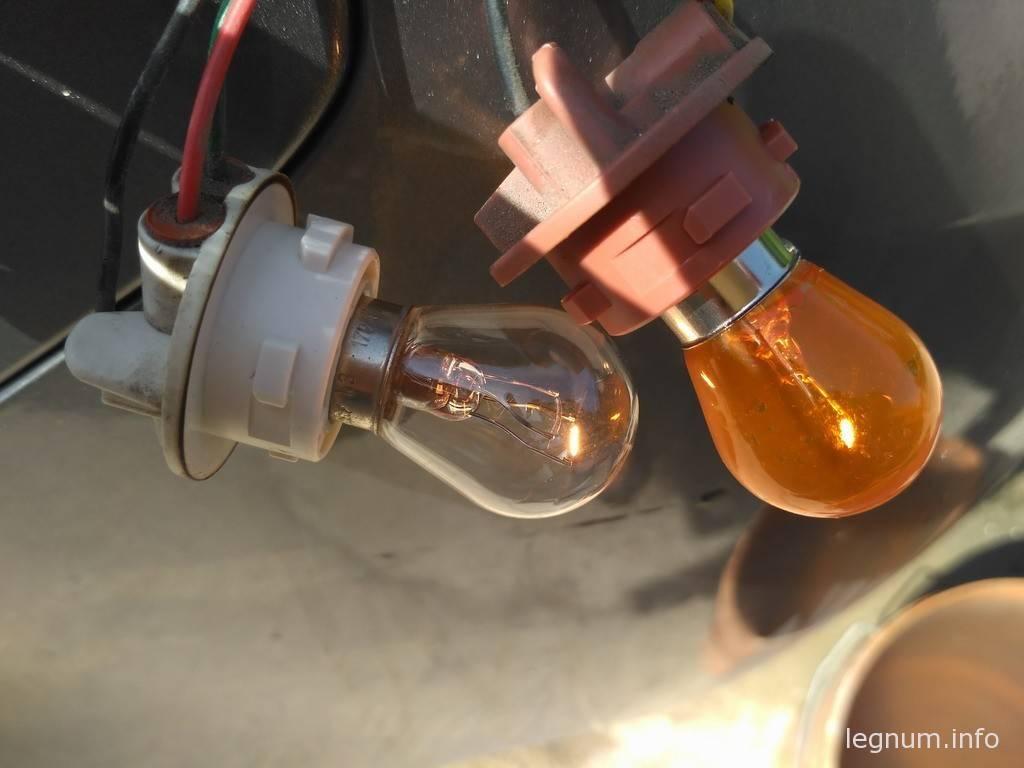 Замена лампочки заднего фонаря KIA Koup