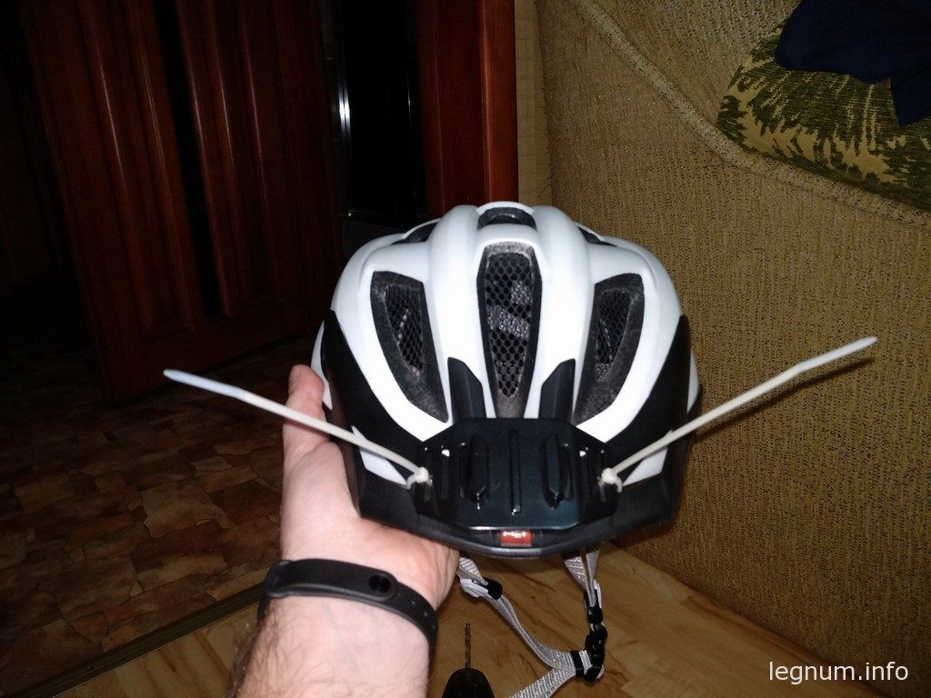 Крепление экшн-камеры на шлем