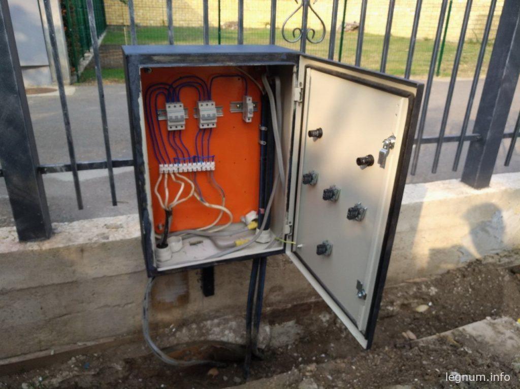 Шкаф электрический, большой