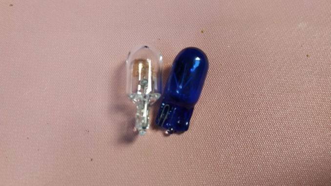 Китайская и оригинальная лампочки габаритов