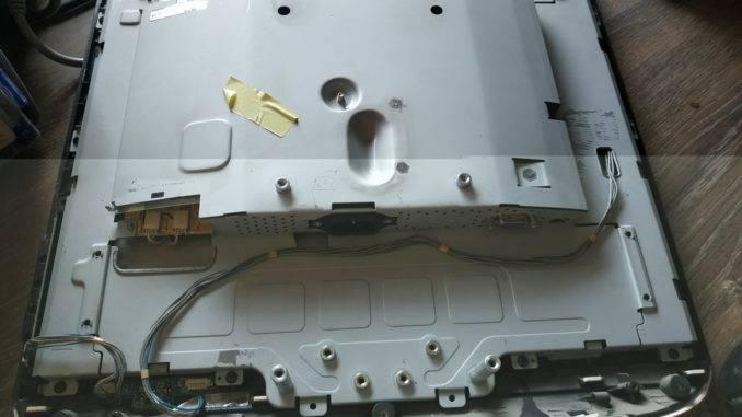 Металлическое экранирование внутрянки ЖК монитора