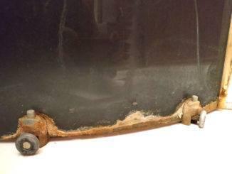 Известковый налет на дверце душевой кабины