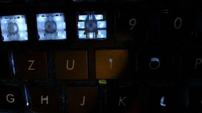 Как светится кнопки на клавиатуре